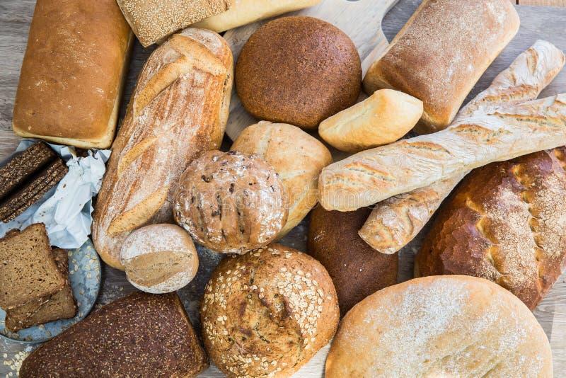 Olika bröd i flera format arkivfoton