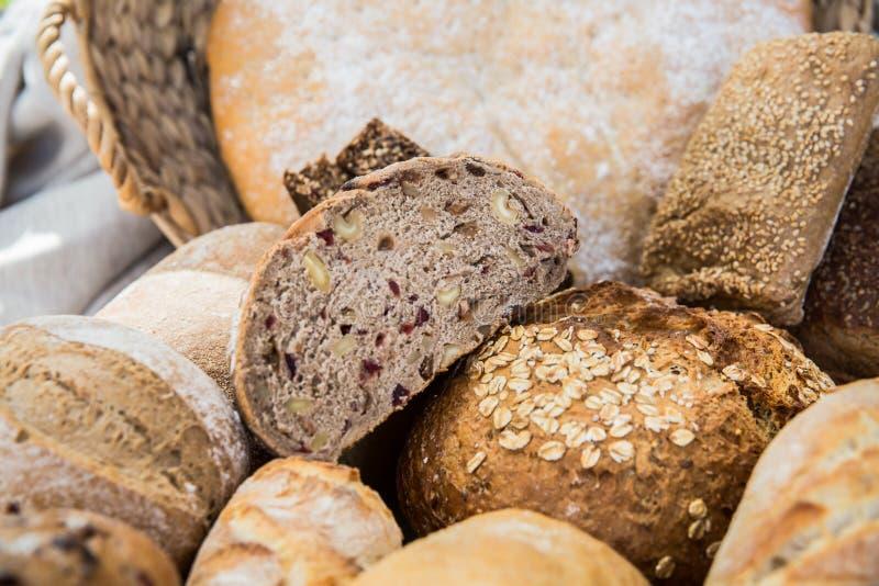 Olika bröd i flera format arkivbilder