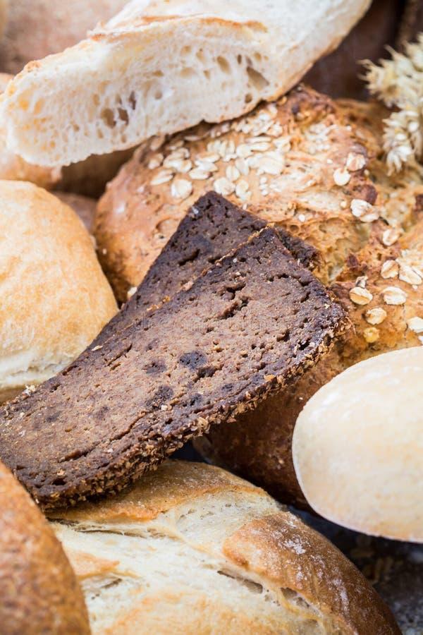 Olika bröd i flera format royaltyfria foton