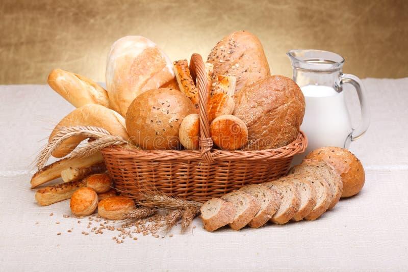 Olika brödprodukter arkivfoton