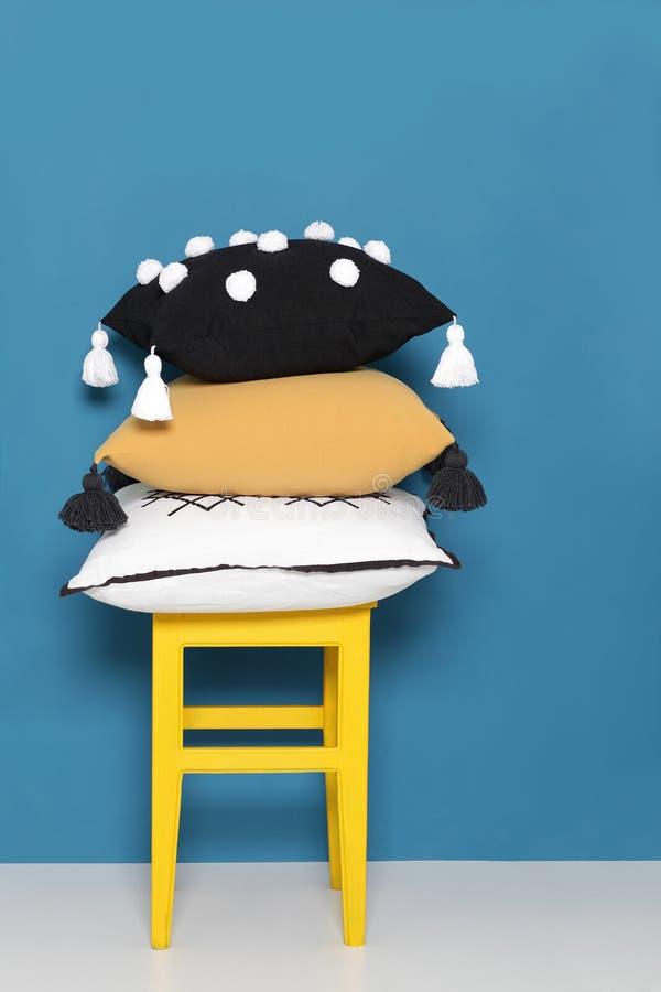 Olika dekorativa kuddar för barn arkivfoton