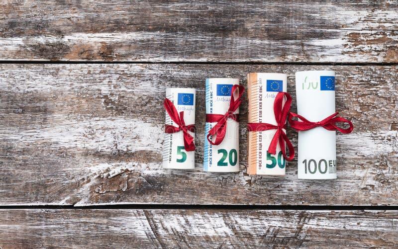 Olika eurosedlar från 5 till 100 euro, bästa sikt Utrymme för text arkivfoton