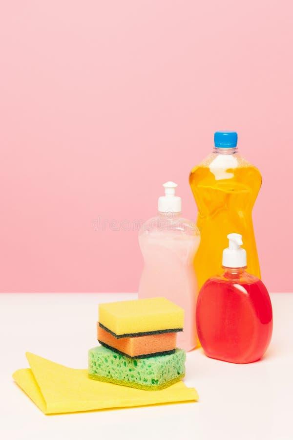 Olika flaskor med lokalvårdtillförsel på kulör bakgrund royaltyfri foto