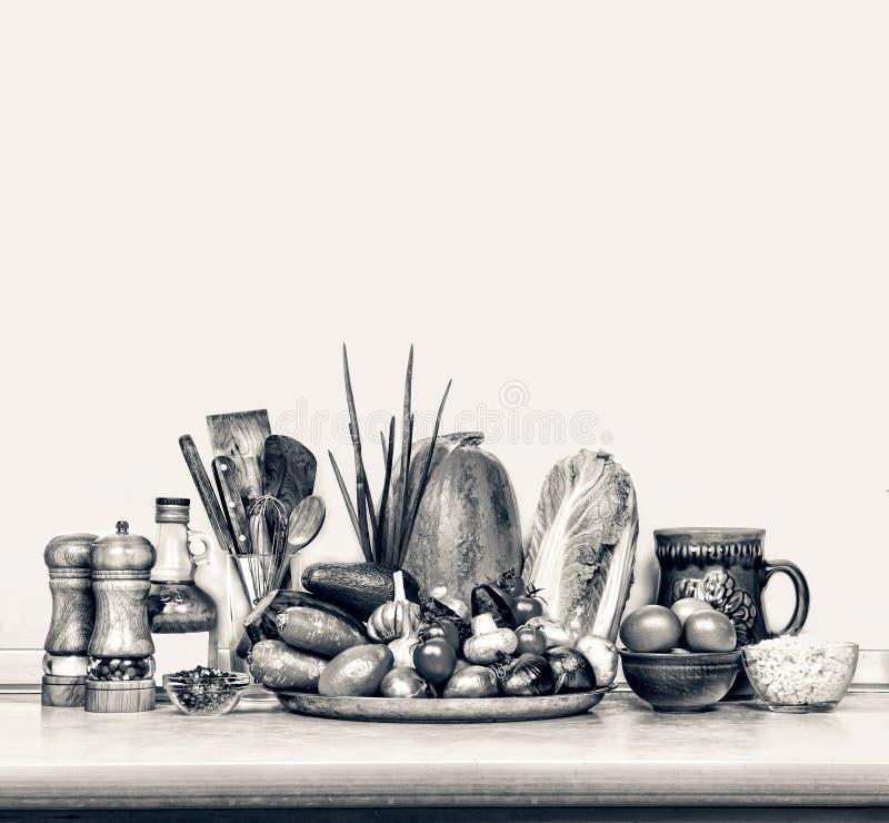Olika foods på köksbordet royaltyfria foton