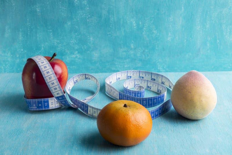 Olika frukter, som är närvarande i viktförlust, bantar arkivfoton