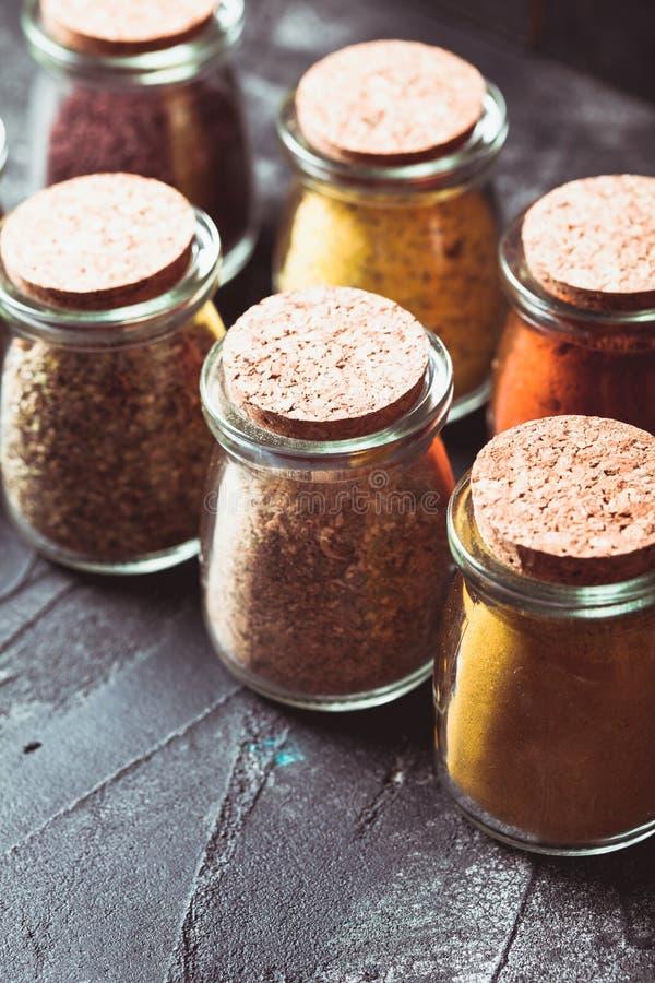 Olika grinded kryddor royaltyfri fotografi