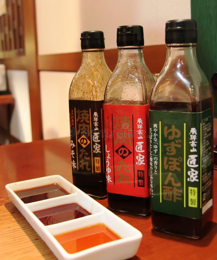 Olika japanska grillfestsåser för att doppa kött royaltyfria foton