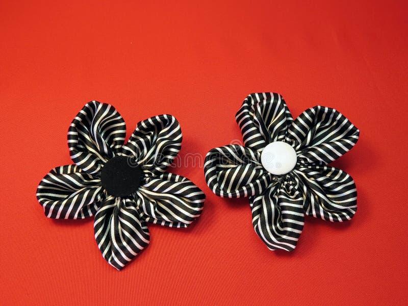 Olika konstgjorda blommor arkivfoto