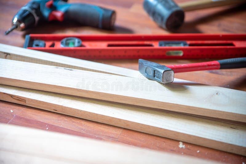 Olika konstruktionshjälpmedel med handhjälpmedel för hem- renovering arkivbilder