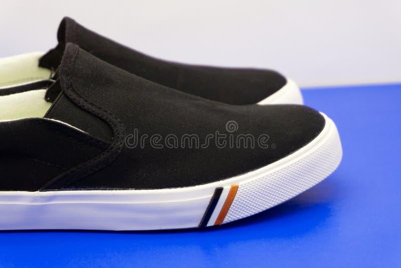 Olika kvinnliga skor på bästa sikt för färgbakgrund arkivbild