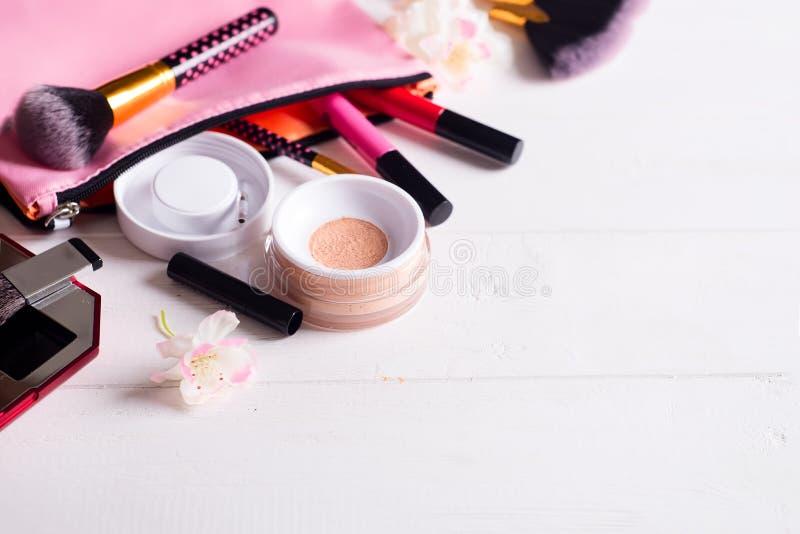 Olika makeupprodukter fotografering för bildbyråer