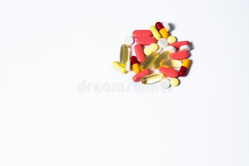Olika medicinska piller f?r behandling royaltyfri bild