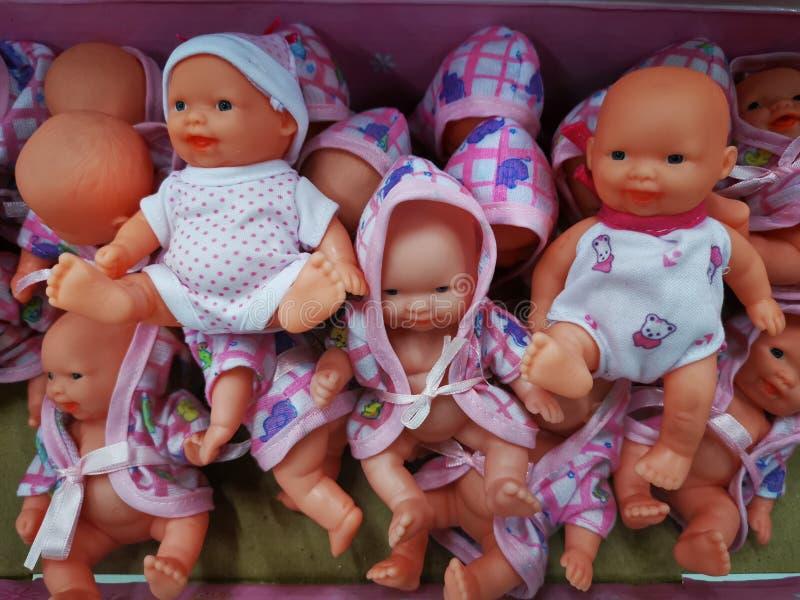 Olika modeller och format för leksakerdockor royaltyfri fotografi