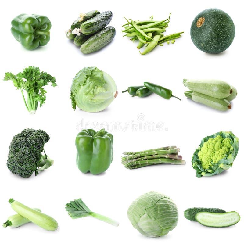 Olika nya gröna grönsaker på vit bakgrund arkivbild