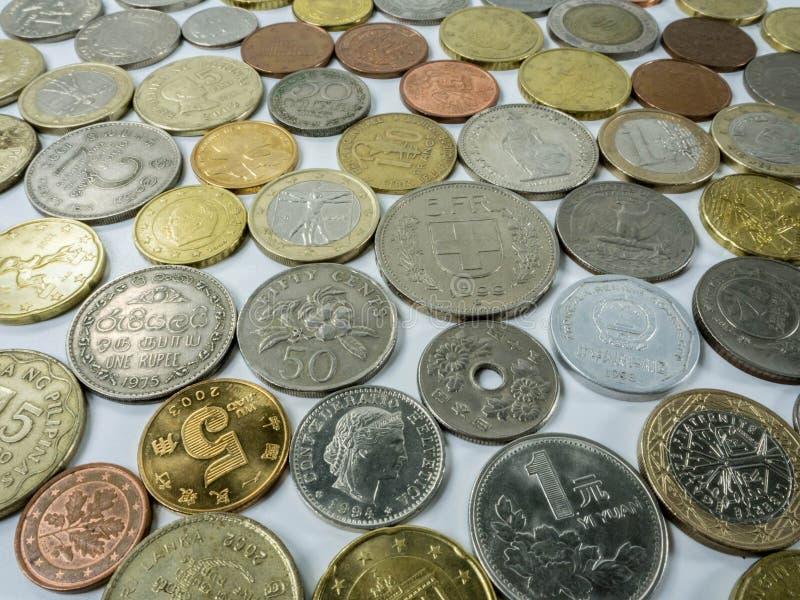 Olika typer av mynt på vit bakgrund arkivfoton