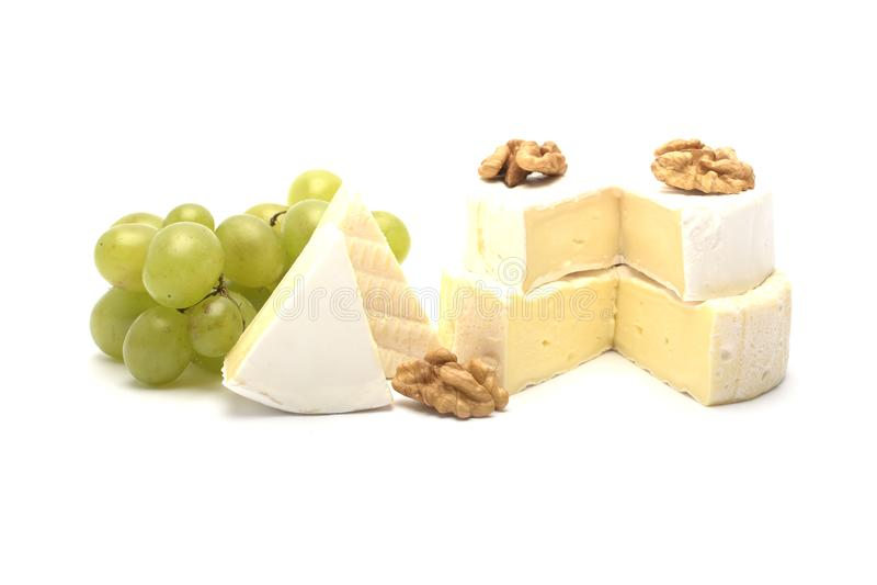 Olika typer av ost som isoleras på vit bakgrund royaltyfri foto
