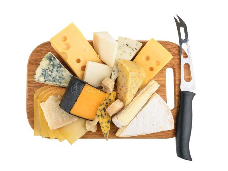 Olika typer av ost som isoleras på vit utan skugga royaltyfri fotografi
