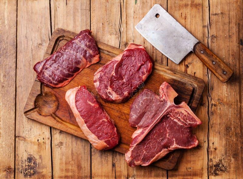 Olika typer av rå biffar för nytt kött royaltyfria bilder