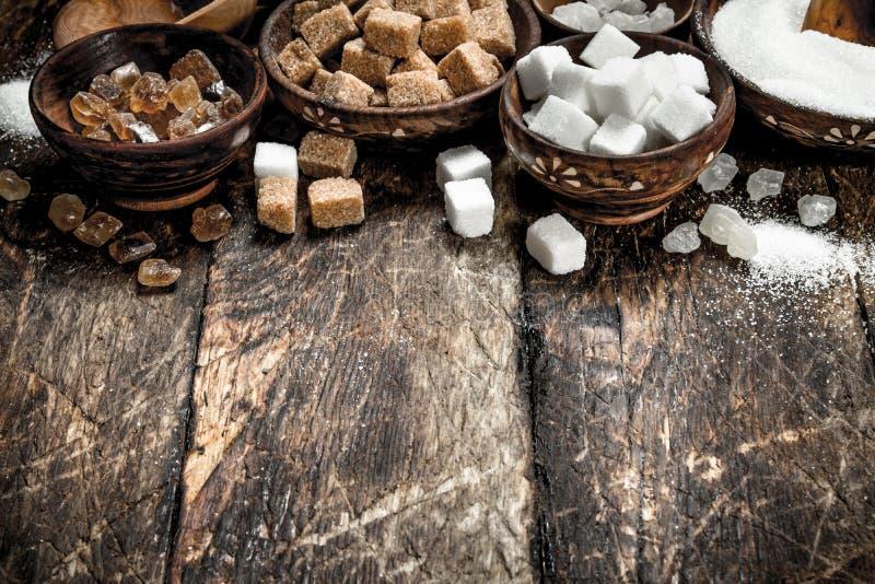 Olika typer av socker i bunkar royaltyfri bild