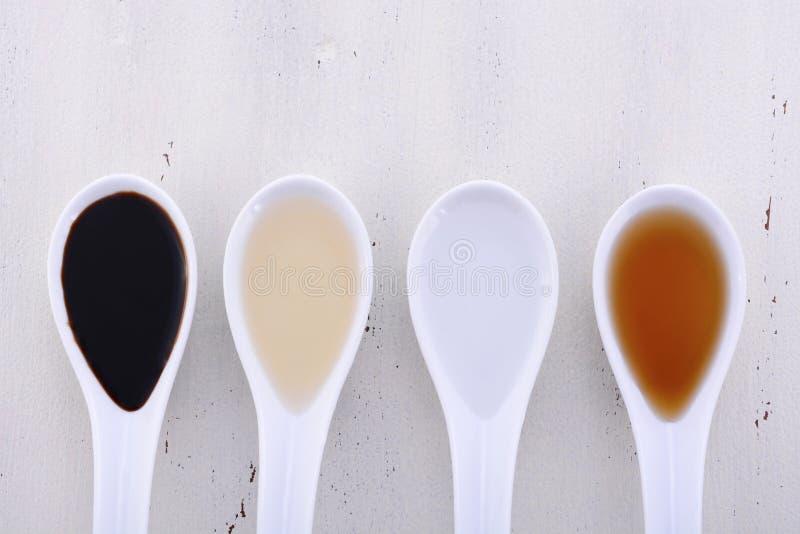 Olika typer av vinäger arkivbilder