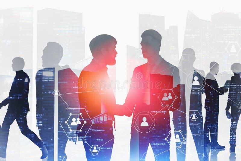 Olikt affärsfolk i staden, socialt nätverk arkivfoton