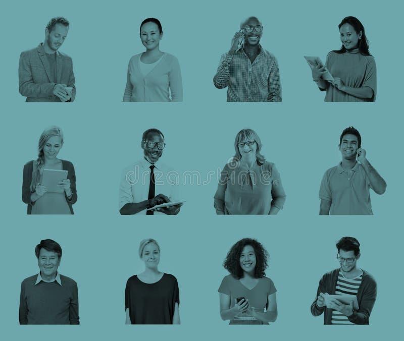 Olikt begrepp för teknologi för globala kommunikationer för folk arkivbild