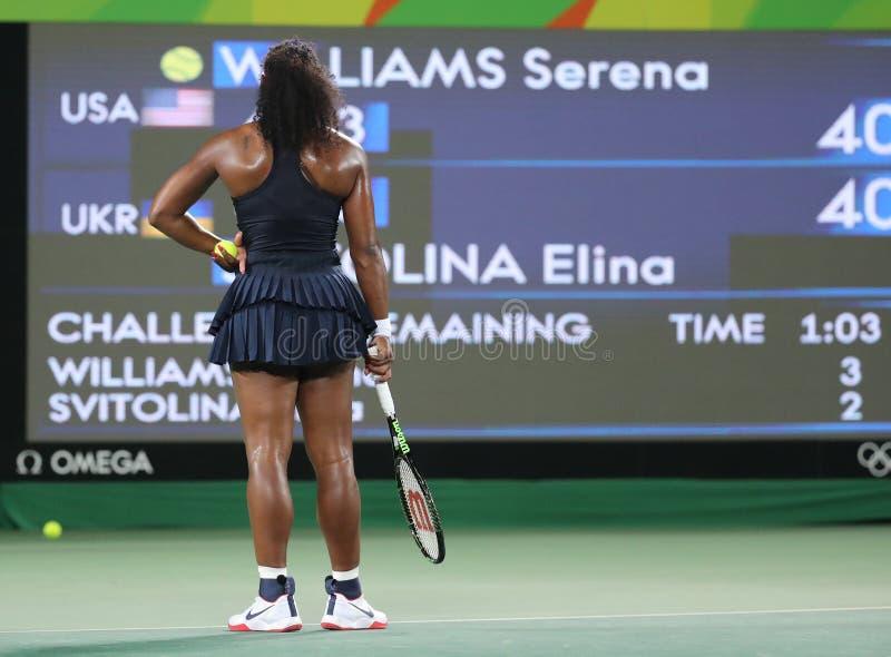 Olimpijscy mistrzowie Serena Williams Stany Zjednoczone w akci podczas przerzedżą wokoło trzy dopasowania Rio 2016 olimpiad zdjęcia royalty free