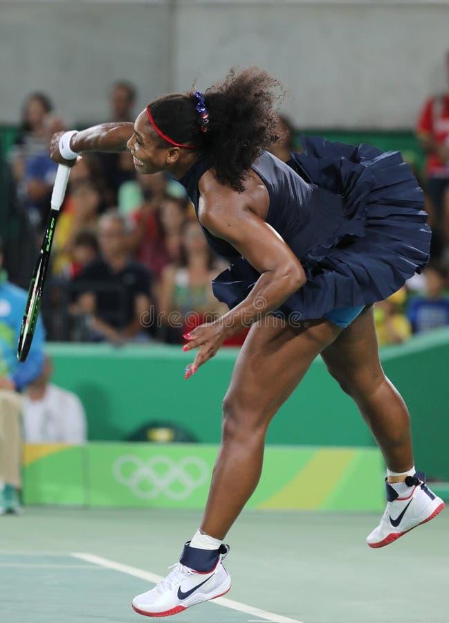 Olimpijscy mistrzowie Serena Williams Stany Zjednoczone w akci podczas przerzedżą wokoło trzy dopasowania Rio 2016 olimpiad zdjęcie royalty free