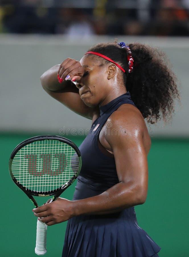 Olimpijscy mistrzowie Serena Williams Stany Zjednoczone w akci podczas przerzedżą wokoło trzy dopasowania Rio 2016 olimpiad obrazy royalty free