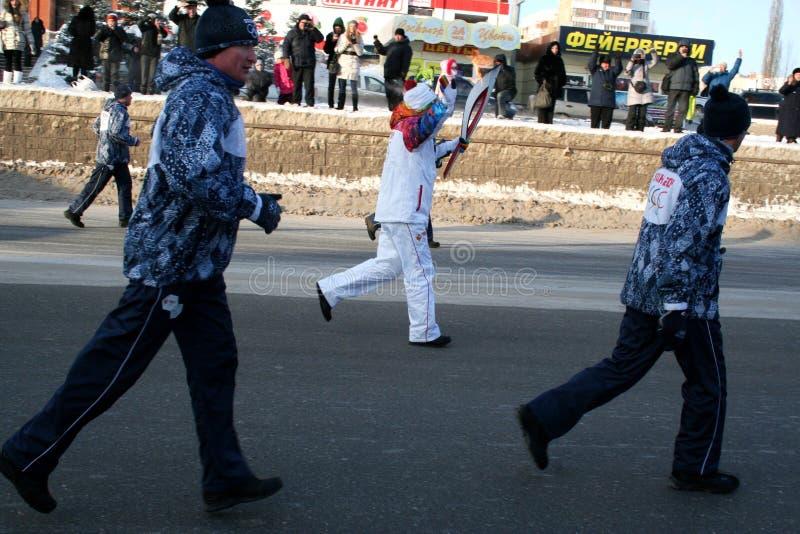 Olimpijski płomień. Ufa miasto, respublika Bashkortostan, Rosja, 20 Grudzień, 2013 roku. obraz stock