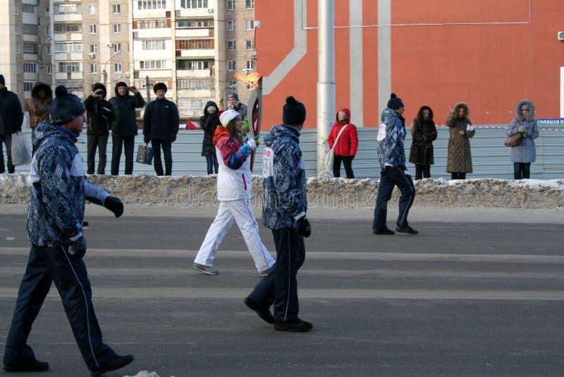 Olimpijski płomień. Ufa miasto, respublika Bashkortostan, Rosja, 20 Grudzień, 2013 roku. zdjęcie stock
