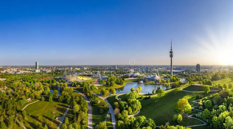 Olimpijski park w Monachium, Bavaria, Niemcy obraz royalty free