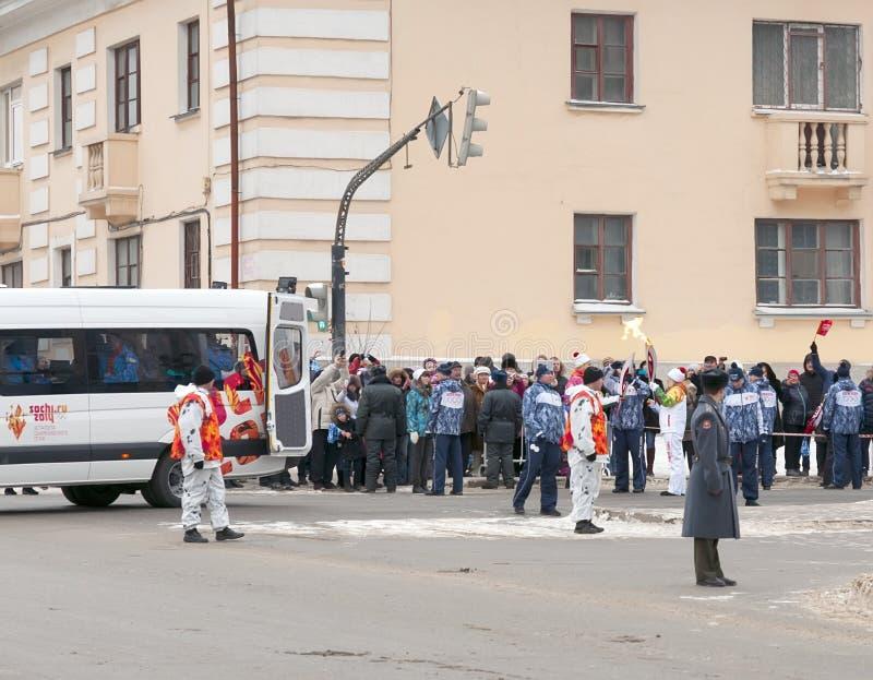 Olimpijski pochodni luzowanie w Ekaterinburg, Rosja fotografia stock