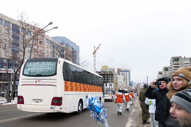 Olimpijski pochodni luzowanie w Ekaterinburg, Rosja obrazy stock