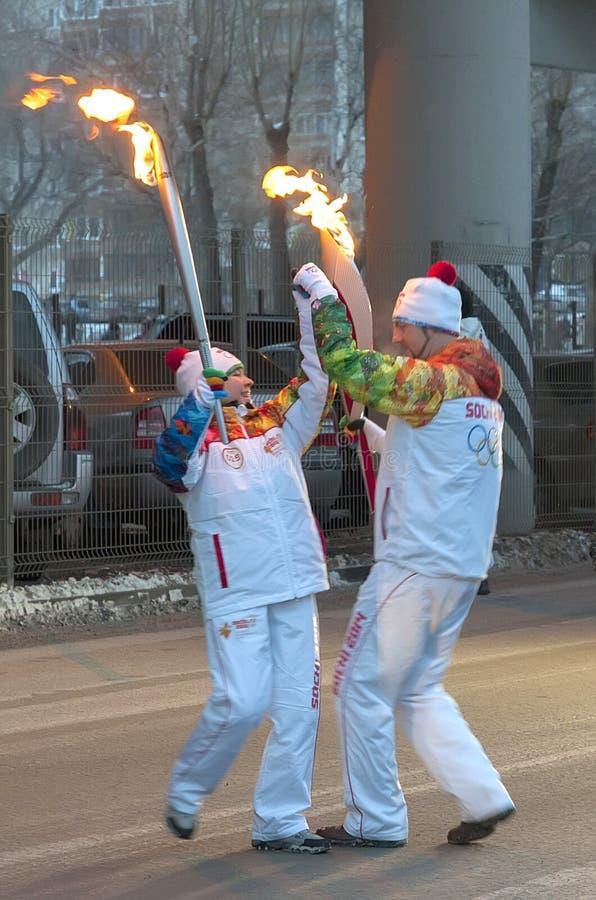 Olimpijski pochodni luzowanie w Ekaterinburg, Rosja zdjęcia stock
