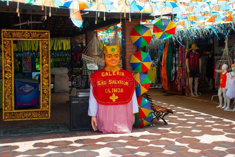 Olinda Brasilien: Olindas jätte- dockor på Mercado da Ribeira - dessa jätte- dockor är delen av den traditionella karnevalkulture royaltyfria bilder