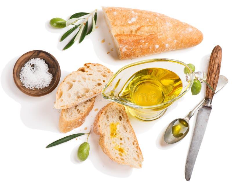 Olio d'oliva e fette di baguette, sopra la vista fotografia stock