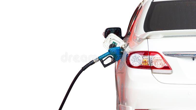 Olio del materiale di riempimento del combustibile dell'ugello dell'erogatore della benzina nel carro armato dell'automobile fotografia stock libera da diritti