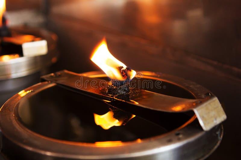 Olio della lanterna in tempio immagini stock libere da diritti