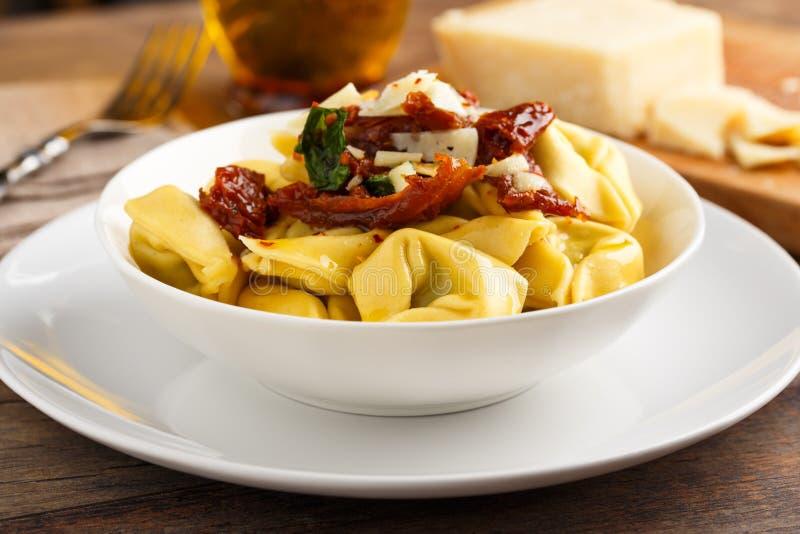 Olio di aglio e di Tortelloni fotografia stock libera da diritti