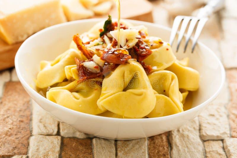 Olio di aglio e di Tortelloni immagine stock libera da diritti