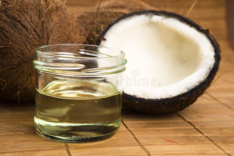 Olio di cocco per la terapia alternativa immagine stock