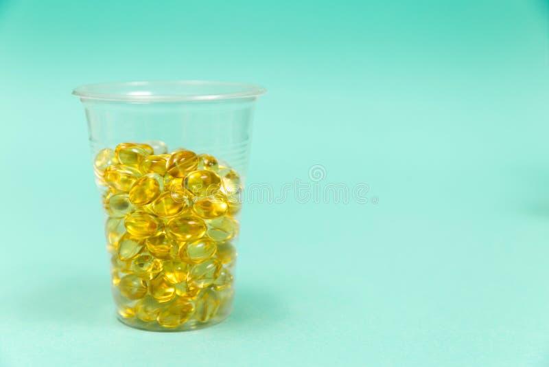 Olio di fegato di merluzzo omega 3 capsule del gel fotografie stock libere da diritti