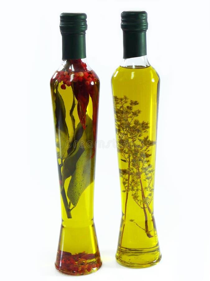 Olio di oliva con le erbe immagini stock