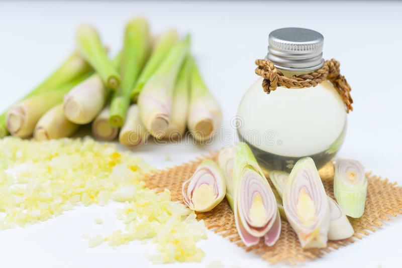 Olio essenziale della citronella con l'aromaterapia fotografia stock