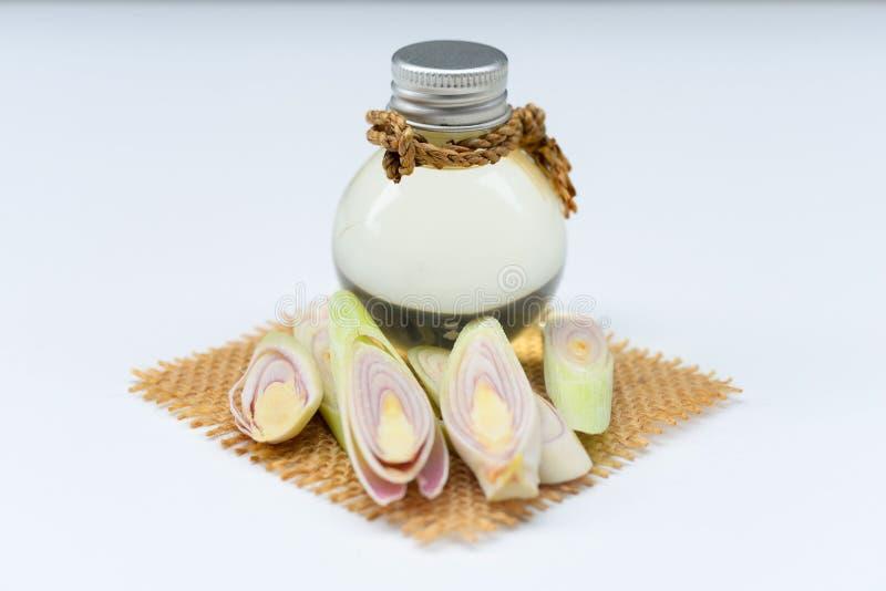 Olio essenziale della citronella con l'aromaterapia fotografie stock libere da diritti