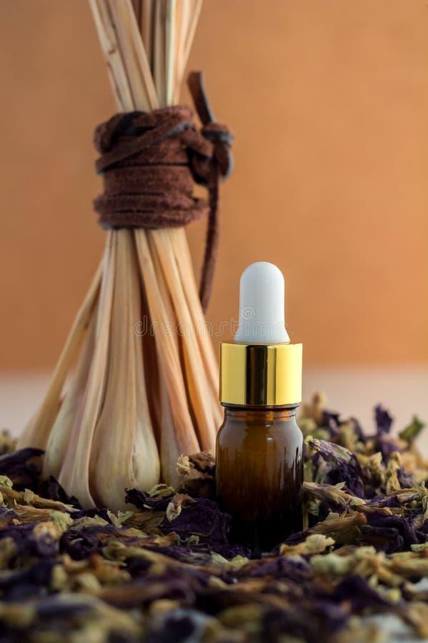 Olio essenziale della stazione termale della citronella naturale degli ingredienti fotografie stock
