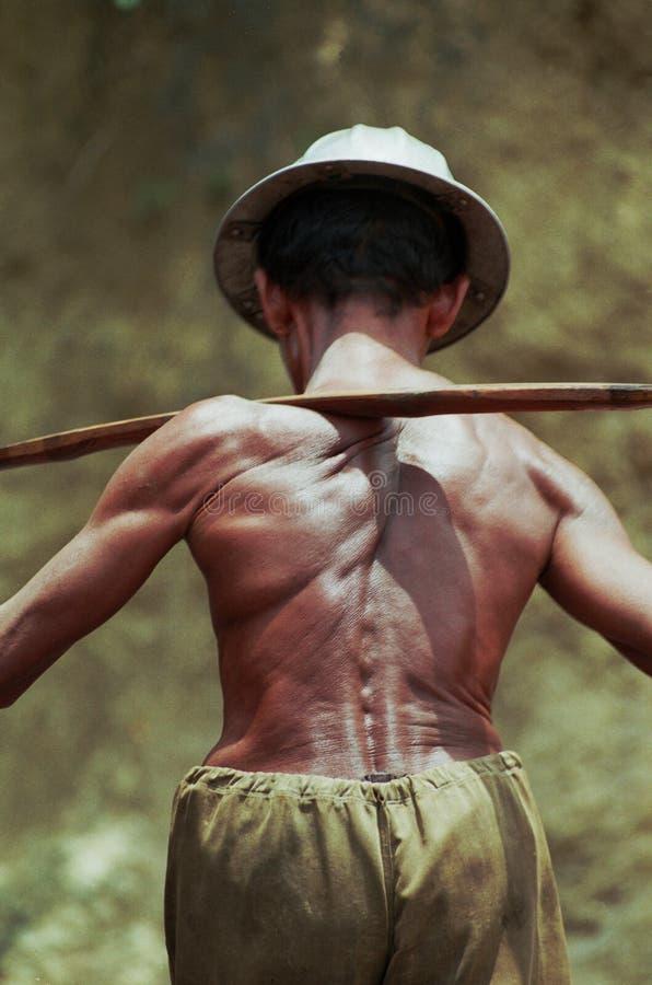 Olio tradizionale Indonesia dei lavoratori dell'olio fotografia stock