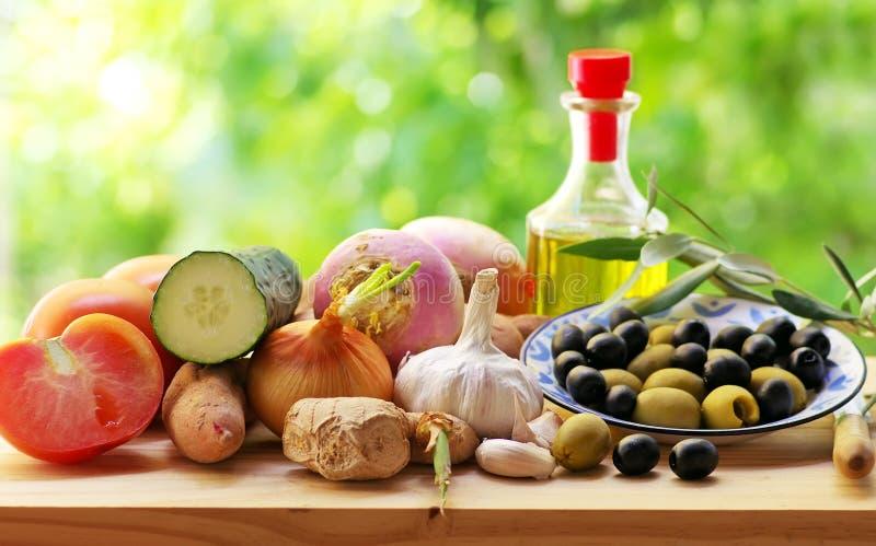 Oliv och grönsaker arkivbilder