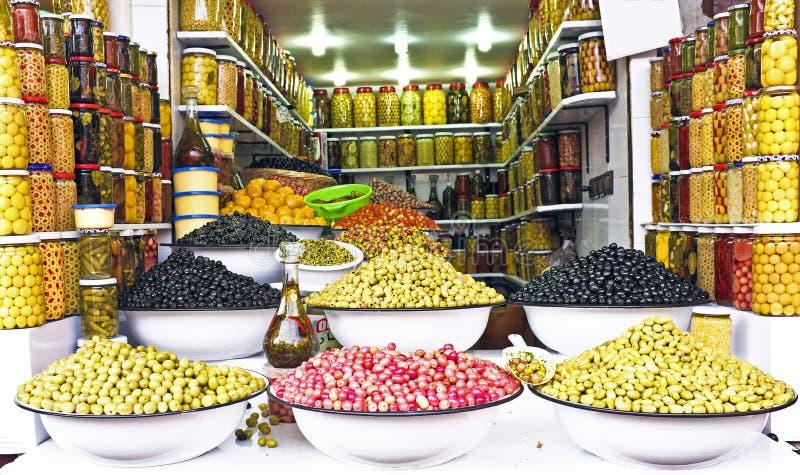 Oliv på en marknad i Marocko arkivbild